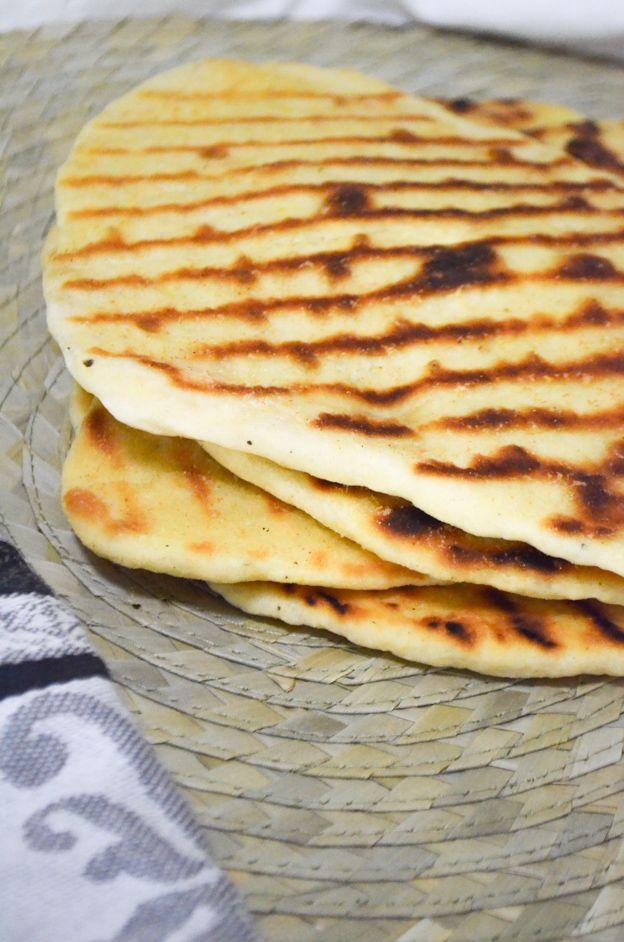 Eén van mijn lievelingsbijgerechten, Indiase naanbrood!Vooral bij curry, hummus of soep, zoal de linzensoep met kokosmelk die je binnenkort hier kunt vinden. Deze naan bestaat uit een paar ingrediënten, de belangrijkste zijn yoghurt en zelfrijzend...