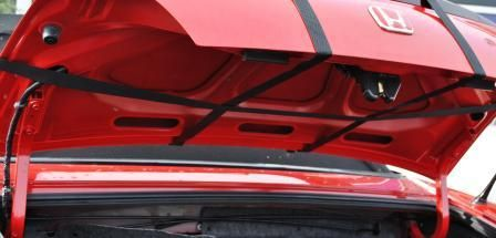 This shows how simple boot-bag is the straps simply loop around your cars boot lid