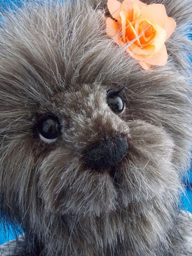 Susie: H 11.5in./pou. german glass eyes/yeux verre allemand Fashion Faux Fur/Fausse Fourrure de Mode She has long black eyelashes/ Elle a de long cils noirs. www.facebook.com/oursonsetgroscalins #teddy#bears#ourson#peluche#ooak#unique#collectible#collection #art