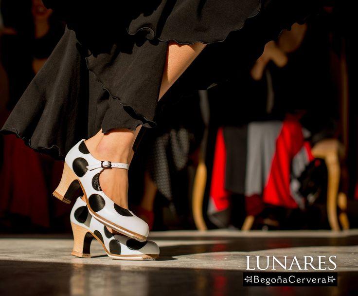 https://www.tamaraflamenco.com/es/zapatos-de-flamenco-profesionales-4 Zapato profesional de flamenco Begoña Cervera Modelo Lunares