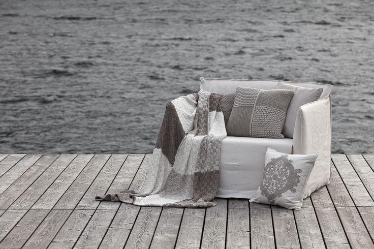 Mit ein paar Decke von FINE wird ein Abend am See gleich viel gemütlicher.  Fotocredits: FINE