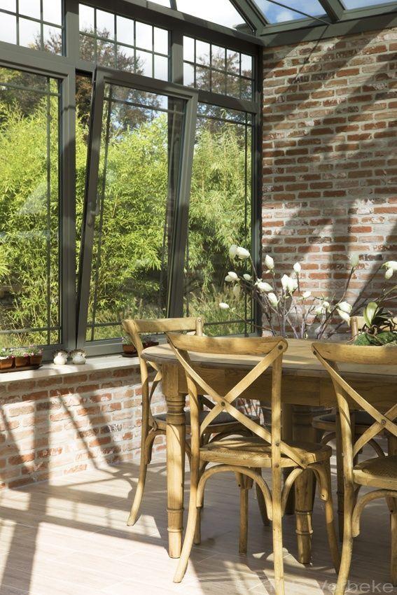 Kleine oranjerie op een eilandje in de tuin, aluminium veranda | De Mooiste Veranda's