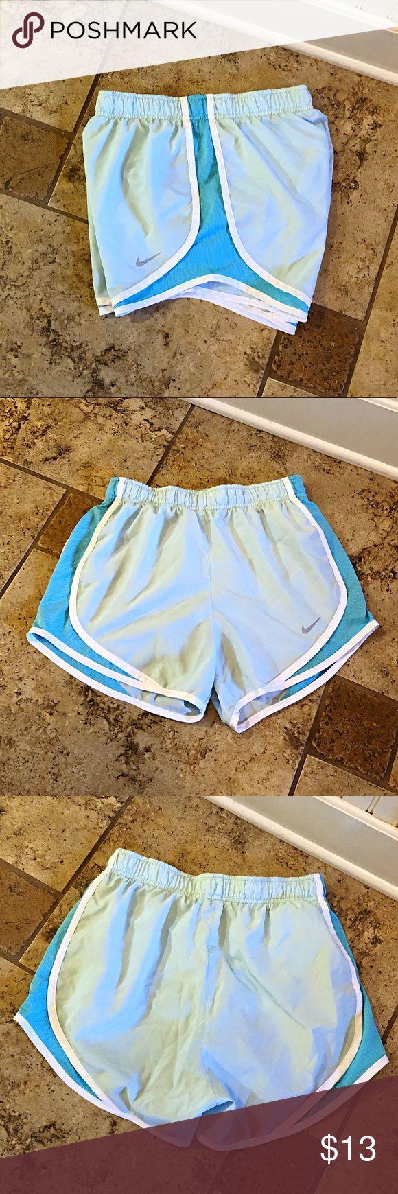 Nike Shorts Damen Nike Tempo Shorts in Hellblau mit weißem Rand an den Seiten und …   – My Posh Closet