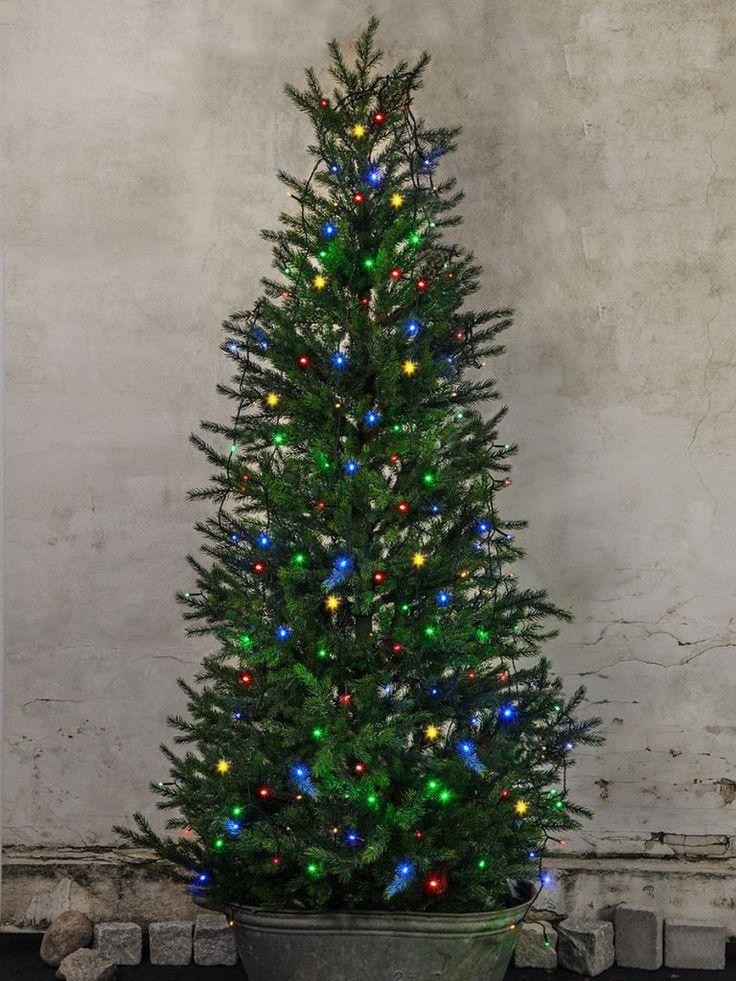 Vakker og praktisk multifarget lysslynge fra Star Trading med toppring og åtte lengder på to meter som du enkelt kan bruke til å dekorere julegrana på tunet.