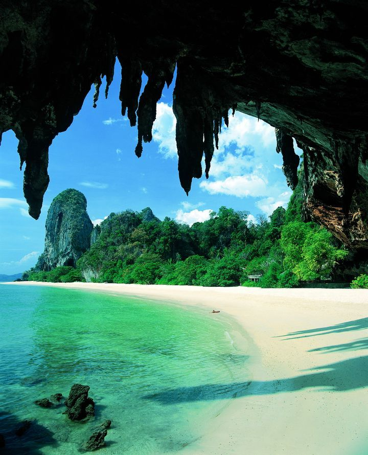 phra nang thailand  Thailand is know as backpackers' paradise. There is so much things to explore on this beach, from hiking to rock climbing. Once you get there, you won't want to leave it.