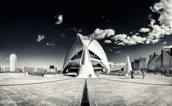 Valencia: Lights and Shadows on Photography Served