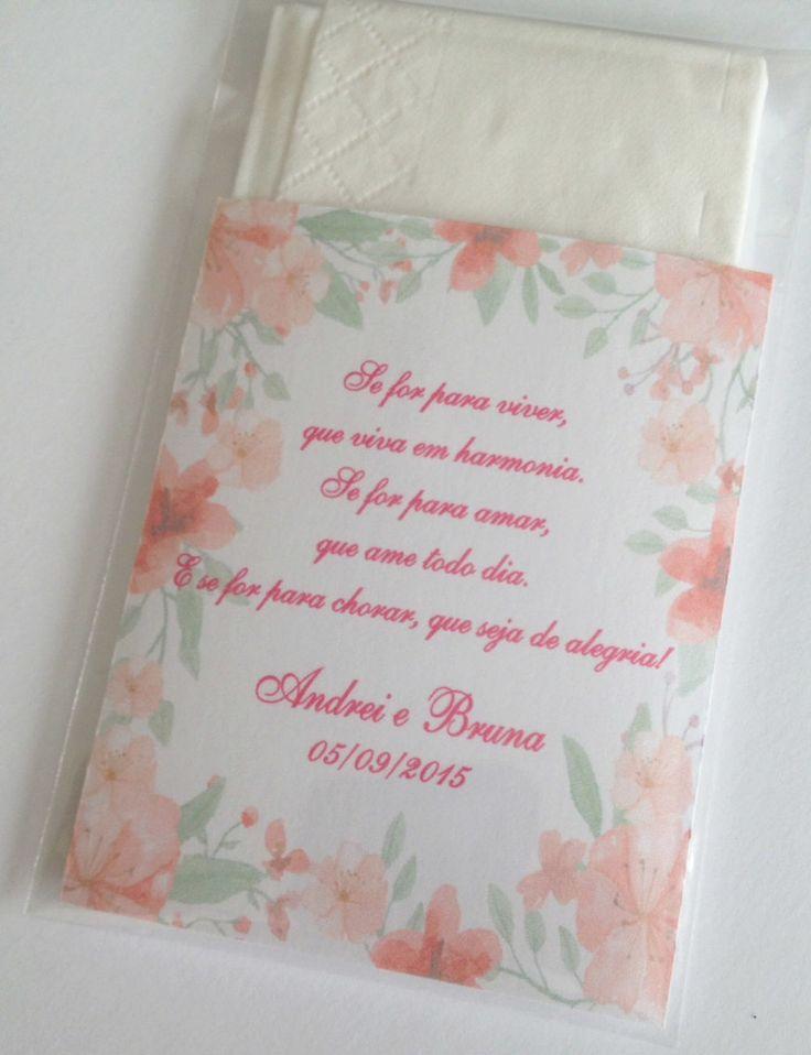 Lencinhos para convidado  Embalagem plástica  Cartao interno personalizado  Inclusos 2 lencinhos de papel de bolso  Pedido minimo: 50 unidades