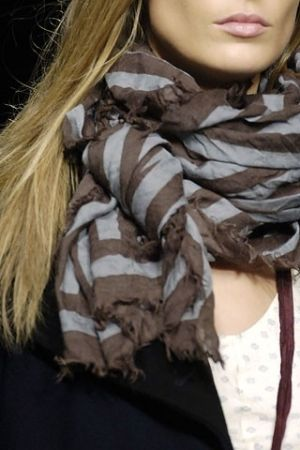 love the scarf, and nude lips!