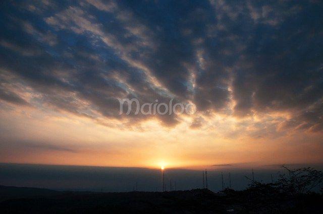 Sunset di salah satu sisi Gunung Nglanggeran. (Benedictus Oktaviantoro/Maioloo.com)