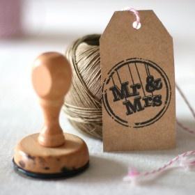 Una elección genial para decorar tus regalitos de boda: Sello Mr & Mrs    A great choice to decorate your wedding gifts: Mr & Mrs Stamp