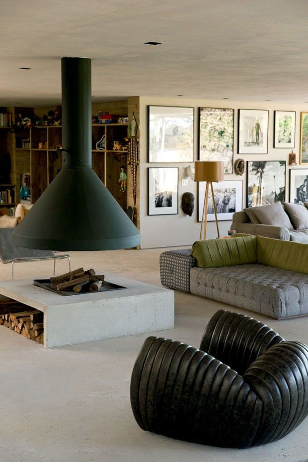 a very casual and inviting interiour with interessting contrating textures and finishes