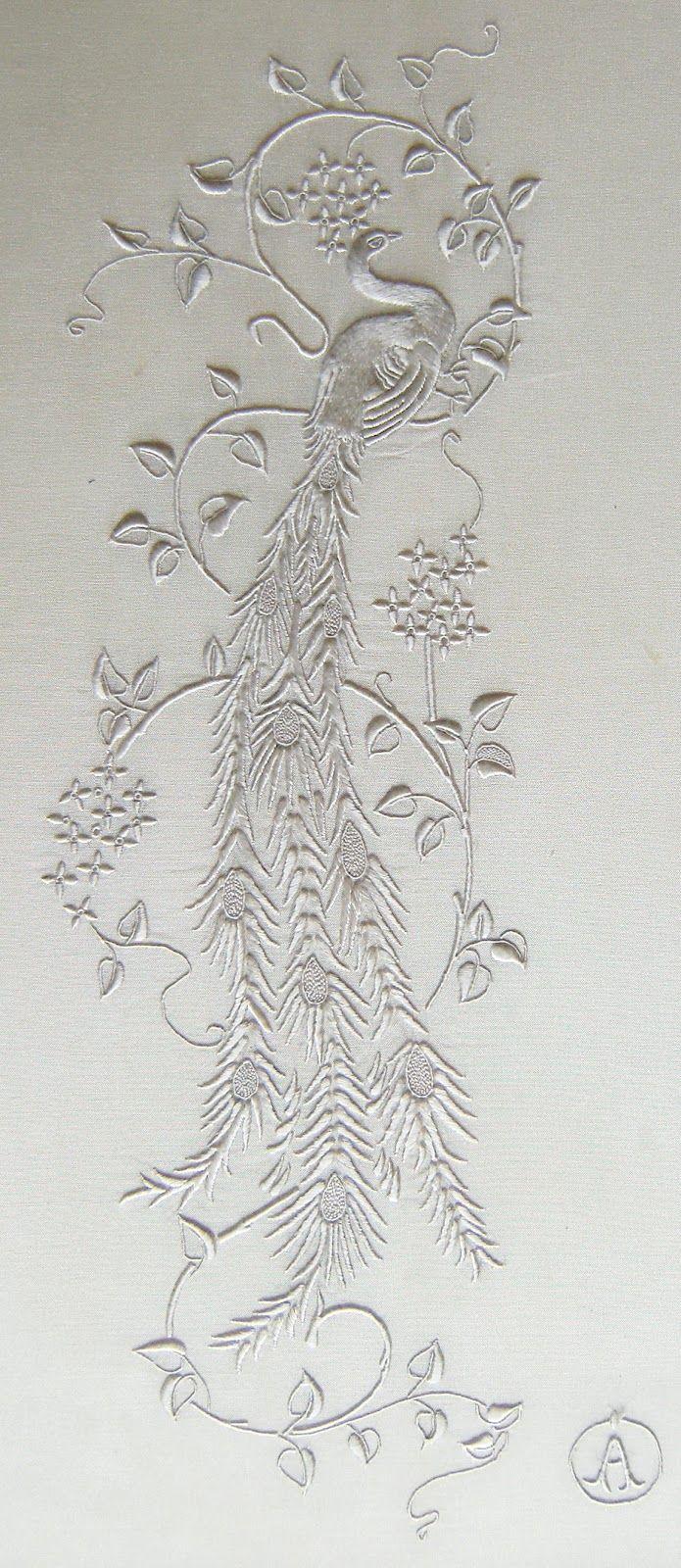 Brod'annie: Le Paon / Une merveille de miniature brodée en fil de soie Anchor qui malheureusement ne se fait plus aujourd'hui.