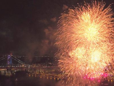 Dazzling drone video captures Phillys July Fourth fireworks on the Delaware River