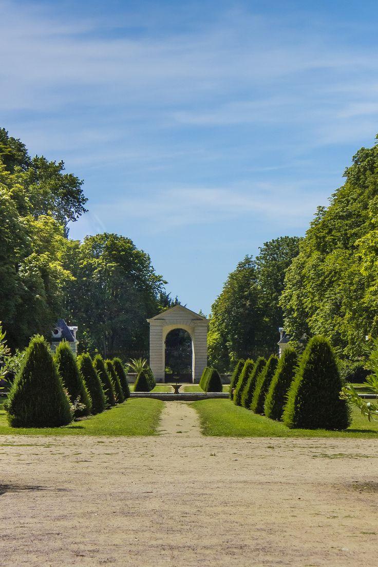 Château de Richelieu. Le portain d'honneur vu du parc, 2012. Photo: Laurent Blondin.