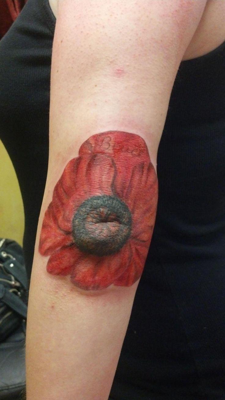Член в анусе с татуировкой