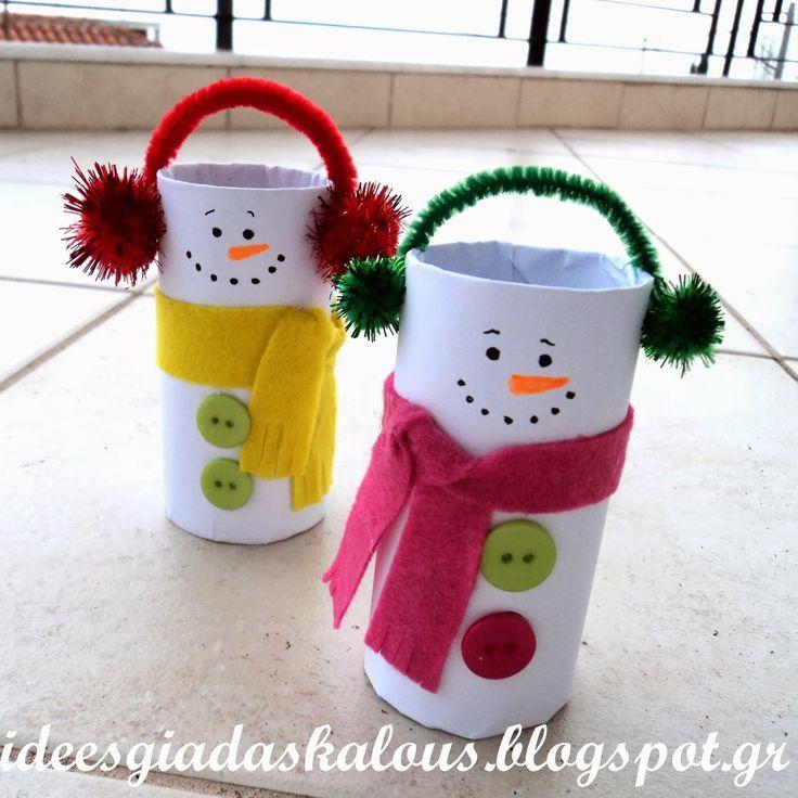 Συνεχίζουμε με χιονανθρωπάκια, από ρολό χαρτιού αυτή τη φορά, που γίνονται εύκολα, χωρίς πατρόν. Χρειαζόμαστε μόνο τα ρολά, λευκό χ...