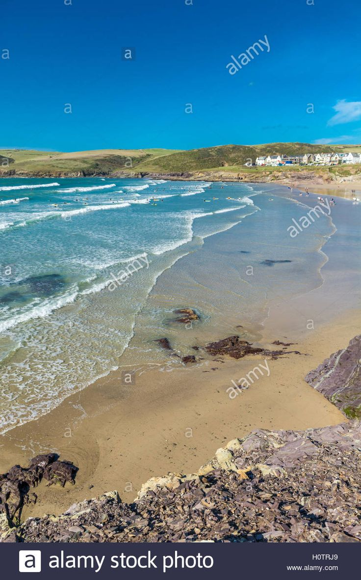 Download this stock image: Beach view at Polzeath in North Cornwall - H0TRJ9…