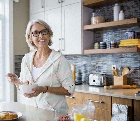 Vivimos en una época en que la esperanza de vida ha aumentado considerablemente. 8 consejos prácticos que pueden ayudarte a conseguir vivir más y mejor. http://www.alotroladodelcristal.com/2014/08/8-consejos-practicos-para-vivir-mas-y.html