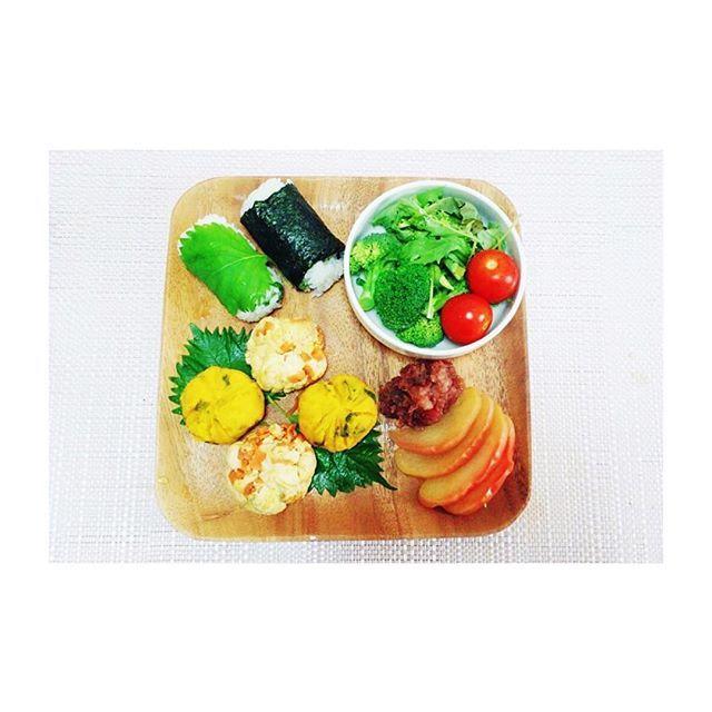 朝食 breakfast . ・炒り豆腐の茶巾(Japnese Scrambled Tofu&Eggs Balls) ・かぼちゃの茶巾(Mashed Pumpkin Balls) ・りんごの甘露煮(Apples Comport) ・煮豆(Simmered Beans) ・大葉のおにぎり(Rice Balls) ・サラダ(Salad) . #自炊 #自炊生活 #自炊女子 #自炊系女子 #大学生ごはん #大学生 #一人暮らし #ワンプレート #ワンプレートごはん #クッキングラム #instapic #instagood #instalike #instafood #instafollow #healthy #healthyfood #healthycooking #healthyrecipes #tofu #pumpkins #japnesefood #japnesestyle  Yummery - best recipes. Follow Us! #healthyrecipes