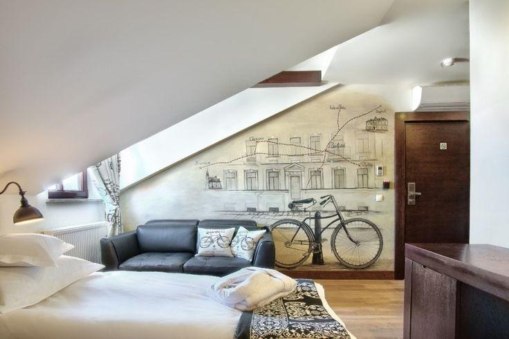 schlafzimmer mit dachschr ge gestalten tapeten peppen. Black Bedroom Furniture Sets. Home Design Ideas