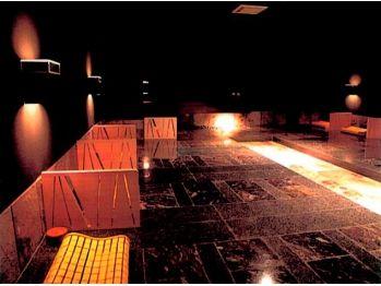 銀座岩盤温浴 暖/14床の広々としたスペース