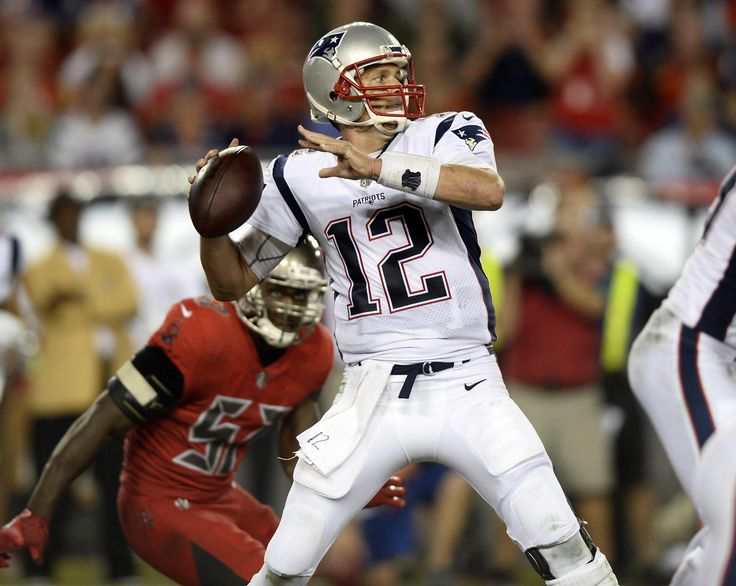 The New England Patriots take on the Tampa Bay Buccaneers in a regular season game at Raymond James Stadium on Thursday, October 5, 2017.