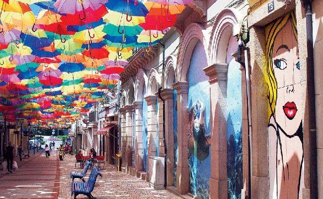 Russia's Газета СЛОВО on Agitágueda2016  #agitagueda #agitagueda2016 #agitaguedaartfestival #agueda #streetart #festival #urbanart #umbrellaskyproject