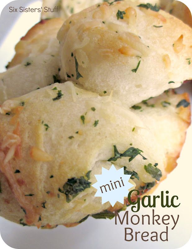 Mini Garlic Monkey Bread from SixSistersStuff.com. An easy and delicious side dish!  #recipe #dinner #sidedish
