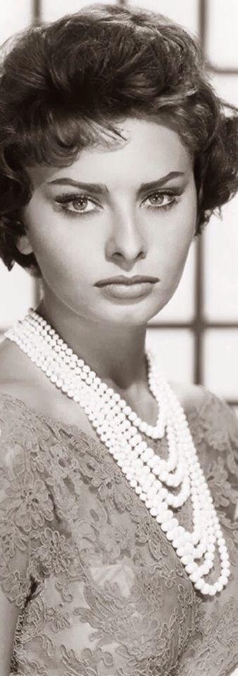 ➳  c l a s s i c  c e l e b r i t y  {your star will always shine}  Sophia Loren