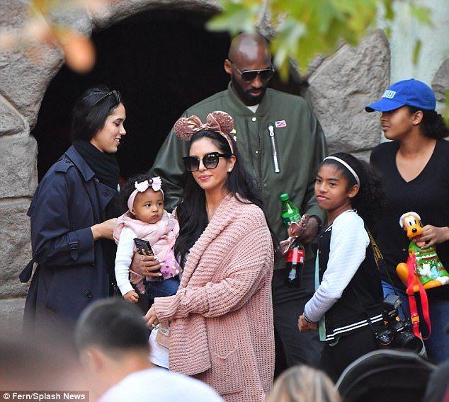 Kobe Bryant Celebrated His Youngest Daughter S Birthday At Disneyland Kobe Bryant Daughters Kobe Bryant Family Kobe Bryant Pictures