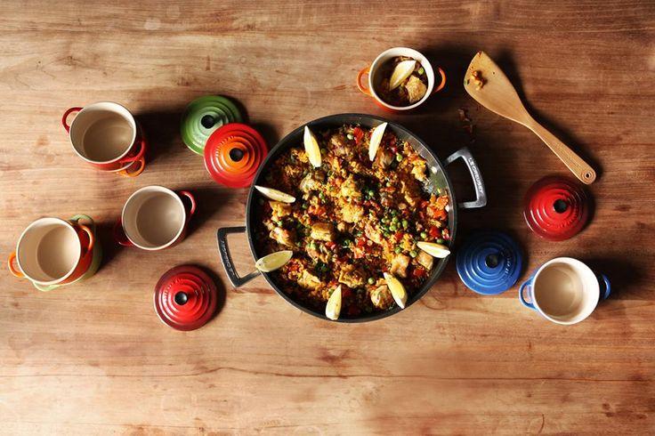 Tegame basso in alluminio forgiato, mini cocotte in gres smaltato colori arancio, rosso, blu cobalto e verde @LeCreusetItalia #food #cucina #colori