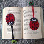 """Coccinella segna libro porta fortuna in feltro, completamente realizzata a mano in due versioni, con i """"puntini"""" a forma di cerchio o di cuore. Nastrino a pois nero o rosso e un bottoncino a forma ..."""