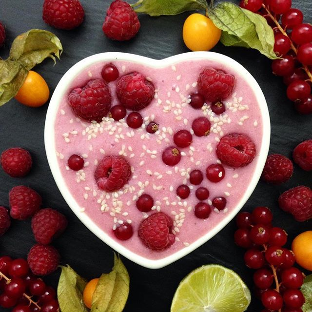 Raspberry~Lime Smoothie  Something sweet for the weekend, adding coconut water and lime gives this…