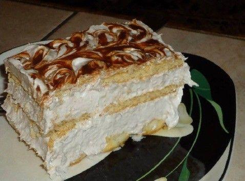 Super rychlý dort bez pečení | NejRecept.cz bebe sušenky kulaté dětské piškoty 6 banán 4 bal.smetana ke šlehání 200 g mouč cukr 200 ml mléko čokoláda na ozdobu Smetanu vyšleháme s cukrem Banány nakrájíme, přidáme k šlehačce, promícháme. Na dno formy piškoty, namáčíme v mléce. Navrstvíme 1/3 krému, poklademe sušenky, namočíme do mléka. Znovu navrstvíme krém a na vrch poklademe namočené sušenky.Zbylý krém na sušenky a pokapeme rozpušt čokoládou. Nožem uděláme mramor vzor, do lednice 4 hod