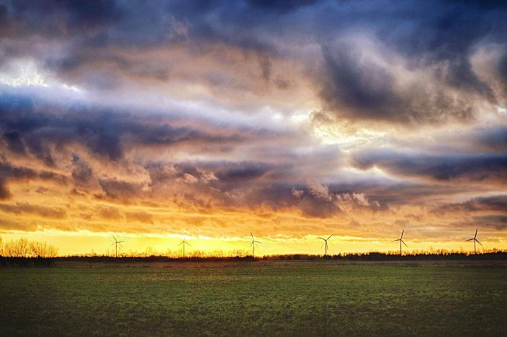 #potent #clouds in the afternoon. #windmills in the #sunset.