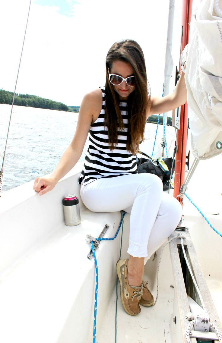 Banana Republic rugby stripe tank top with white skinny jeans and classic Sperry boat shoes. Such a perfect Labor Day outfit idea for women!