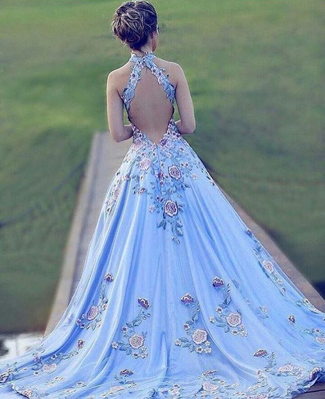 Vestido azul. Eae noivinhas, quem topa? .. #bemcasado #wedding #weddingdress #weddingday #vestidodenoiva #longdress #casamento #noiva #likeforfollow #like4like #likeforlike #happy #ceremony #love  #foreve #romance #celebrate #celebration #weddinggown #congratulation #marriage #instagood #instawed #eventos #click #beauty #dresses #felicidade #dreams #sonhos http://gelinshop.com/ipost/1524788912593410824/?code=BUpI2_0lZsI