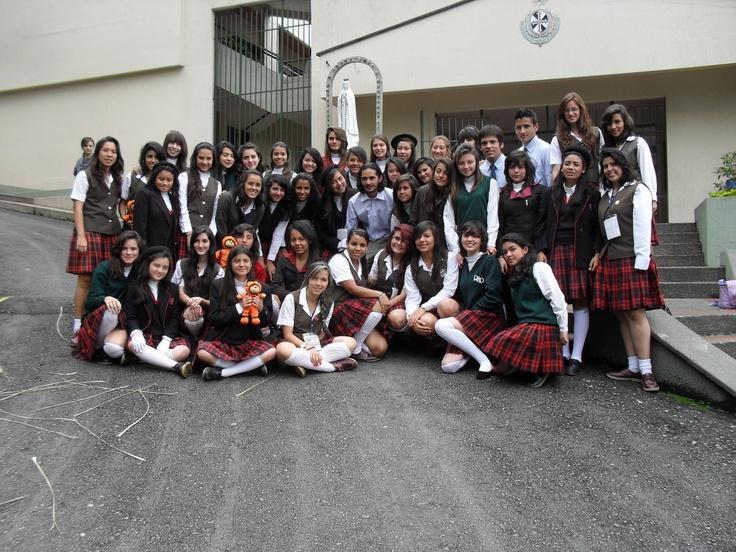 Marco Pirateque - Secretario Ejecutivo de ASTCOL junto a las y los estudiantes participantes