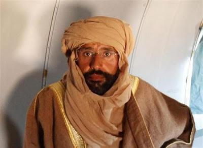 Filho de Gaddafi comparece a tribunal na Líbia | Durante a rápida audiência, Saif al-Islam sorriu e disse a jornalistas que estava em boa saúde. http://mmanchete.blogspot.com.br/2013/05/filho-de-gaddafi-comparece-tribunal-na.html#.UYKiSbU3uHg