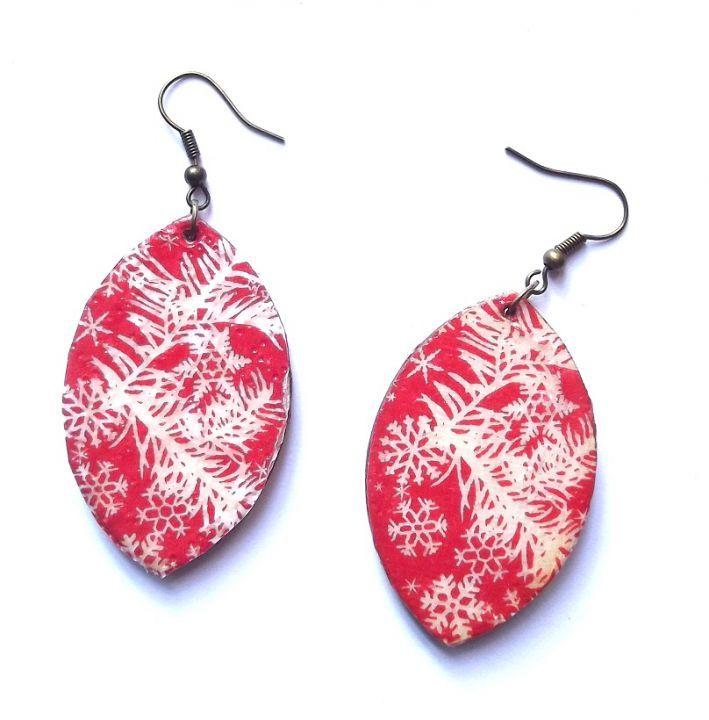 Red earring by http://www.breslo.hu/item/Hopelyhes-fulbevalo_3338#