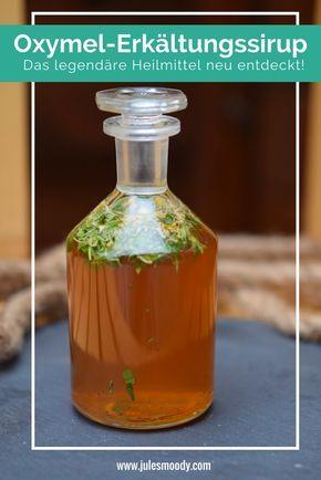 Erkältungssirup selbst machen mit Oxymel - dem legendären Heilmittel, das schon fast in Vergessenheit geraten ist! Nur mit Honig, Essig und Kräutern!