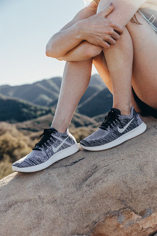 Comfortable for kicking it or getting in a run. Wear the NikeWomen Free RN Flyknit 2017 to your next weekend festival.