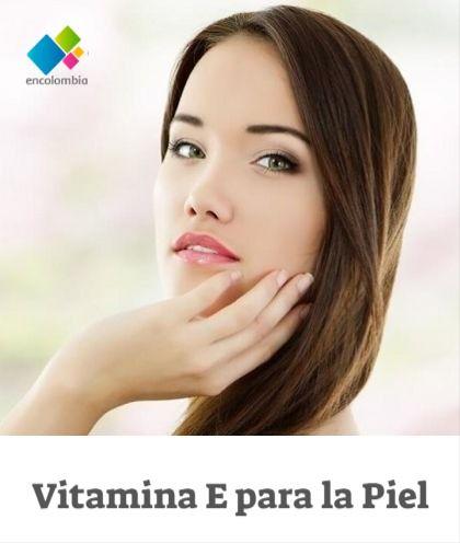 La vitamina E es una de las vitaminas más importantes para la salud de nuestra piel, pues su potente acción antioxidante, le ayuda a la piel a combatir los efectos de los radicales libres, es decir, a prevenir el envejecimiento prematuro ocasionado por los agentes externos como los rayos solares, la contaminación y el maquillaje.  Además de su poder antioxidante, la vitamina E tiene propiedades cicatrizantes y rejuvenecedoras en nuestra piel, lo que lo convierte en un excelente aliado en… Tips Belleza, Make Up, Disney, Vitamins, Contouring, Dry Skin, Natural Face Masks, Ageing, Makeup