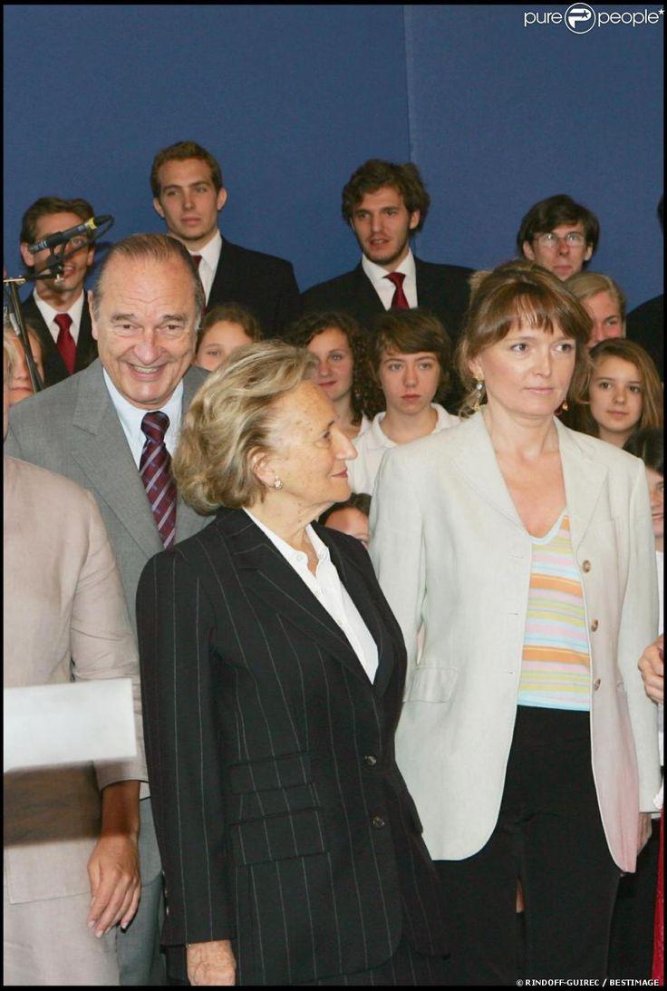 Claude Chirac entourée de ses parents Jacques et Bernadette Chirac à Paris, le 30 juin 2005.