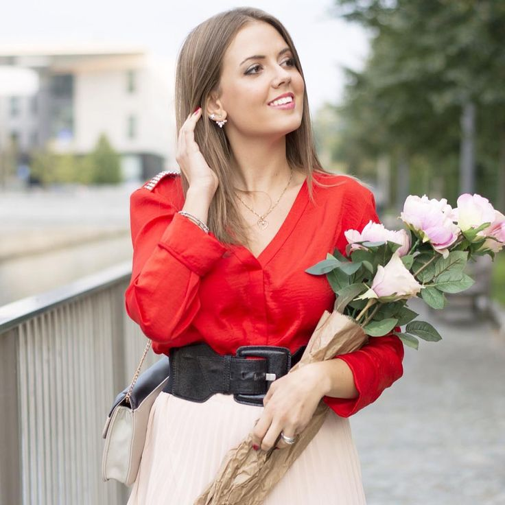 Happy Birthday Ellysa! Uno scatto dal post di oggi ❤️ Felice come una pasqua 😊😊 www.ellysa.it #ootd #todaysmood #todayslook #outfitoftheday