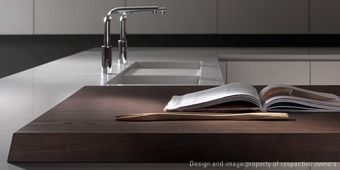 Corian + wood. HD23 kitchen by Rossana, design Massimo Castagna