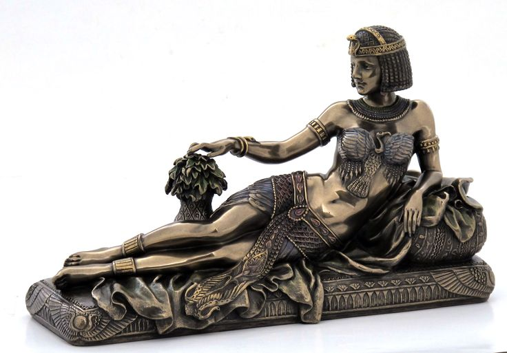 Art deco style egyptian queen lying on the chaise lounge for Art deco style chaise lounge