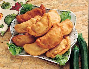 I panzerotti pugliesi, tipici della zona del brindisino, vengono solitamente gustati come antipasti ma, spesso e volentieri, diventano vero e proprio pasto unico soprattutto durante le cene informali.