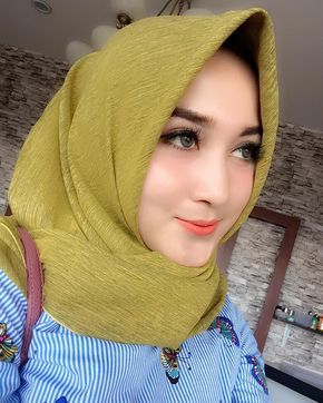 Pin By Kayu Manis On Tante Seksey In  Hijab Fashion Girl Hijab Muslim Beauty