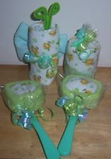 Each Set comes with:  2 Lollipops (Made with 4 baby washcloths, Fork & Spoon)  1 Butterfly (Made with 2 baby washcloths,1 Diaper, and 1 Pipe Cleaner)  1 Cupcake (Made with about 4 baby washcloths, cupcake liner, and topped with baby favor)